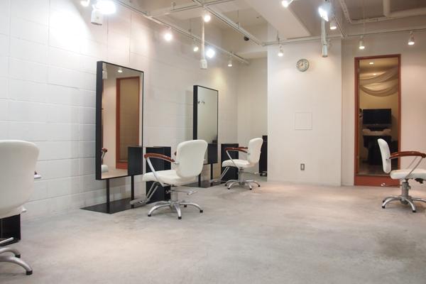 越谷の美容室haco- hair 店内の様子 セットスペース